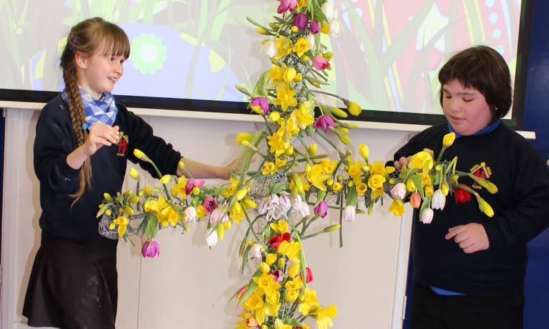 CHILDREN DONATE FLORAL EASTER CROSS TO HOSPICE - Island Echo - 24hr news, 7 days a week across ...