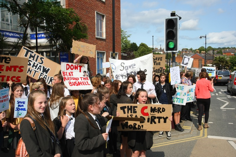 Crowds Protest Against Carisbrooke Closure Island Echo
