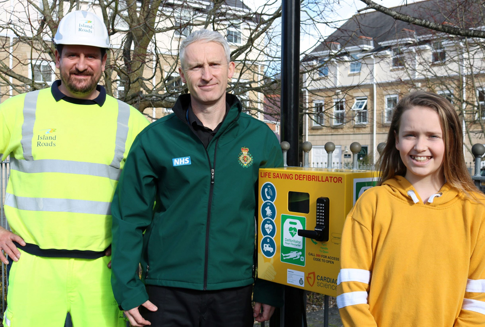 NEW LIFE-SAVING KIT INSTALLED IN RYDE THANKS TO LOCAL SCHOOL GIRL