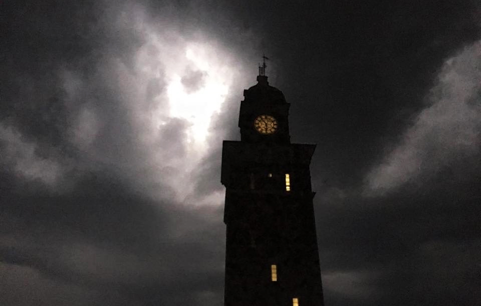 THUNDERSTORM LIGHTS UP THE NIGHT SKY ACROSS THE ISLE OF WIGHT