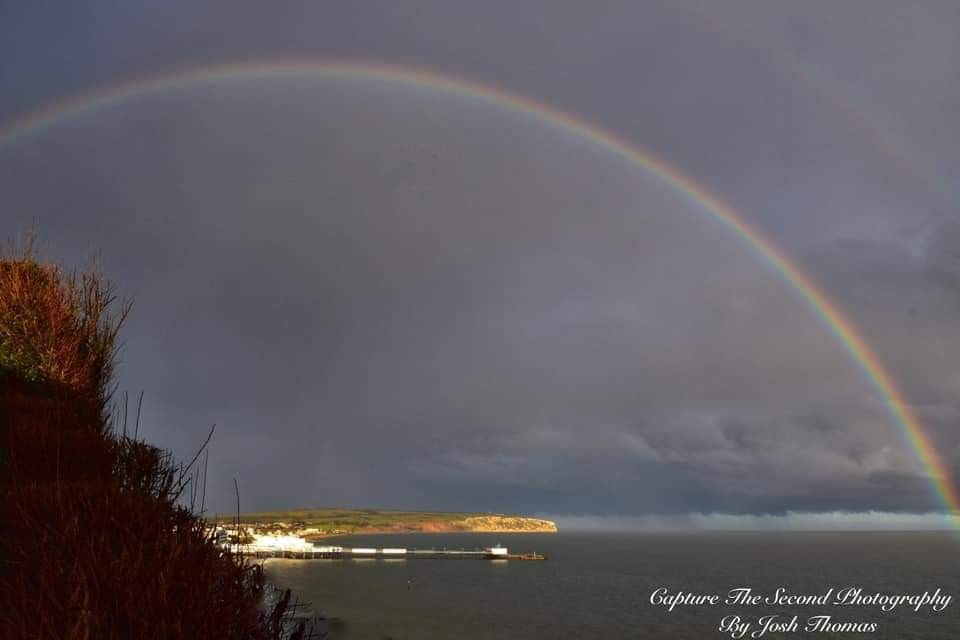 Right Place Right Time In Sandown Bay (josh Thomas)