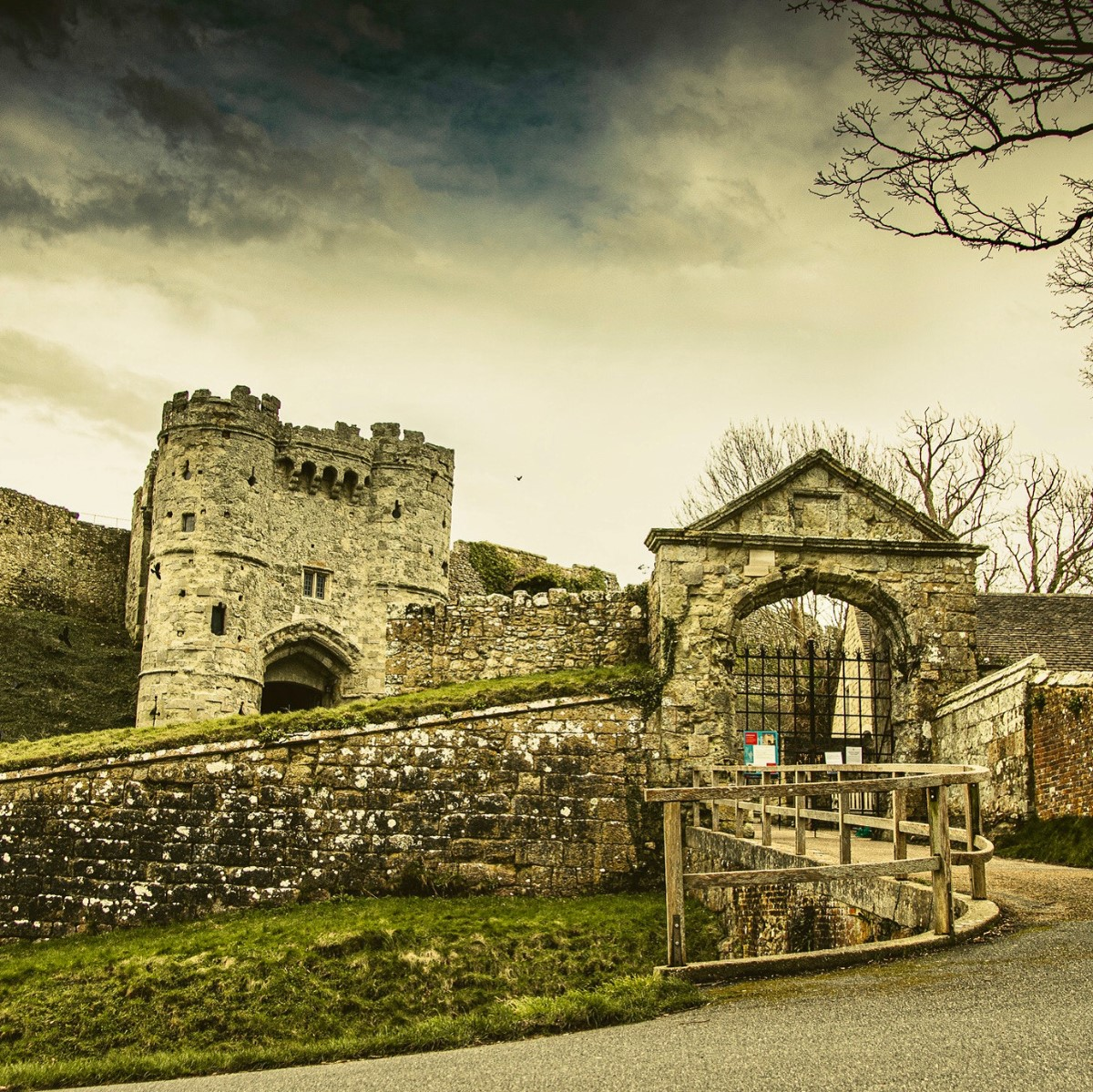 Stormy Skies Over Carisbrooke Castle. (stephen Williams)